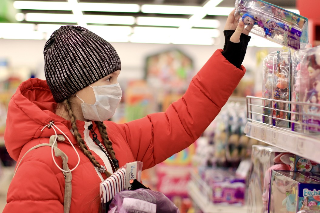 Środki ochrony osobistej w czasie epidemii. Rękawiczki jednorazowe, środki do dezynfekcji – o czym warto pamiętać?
